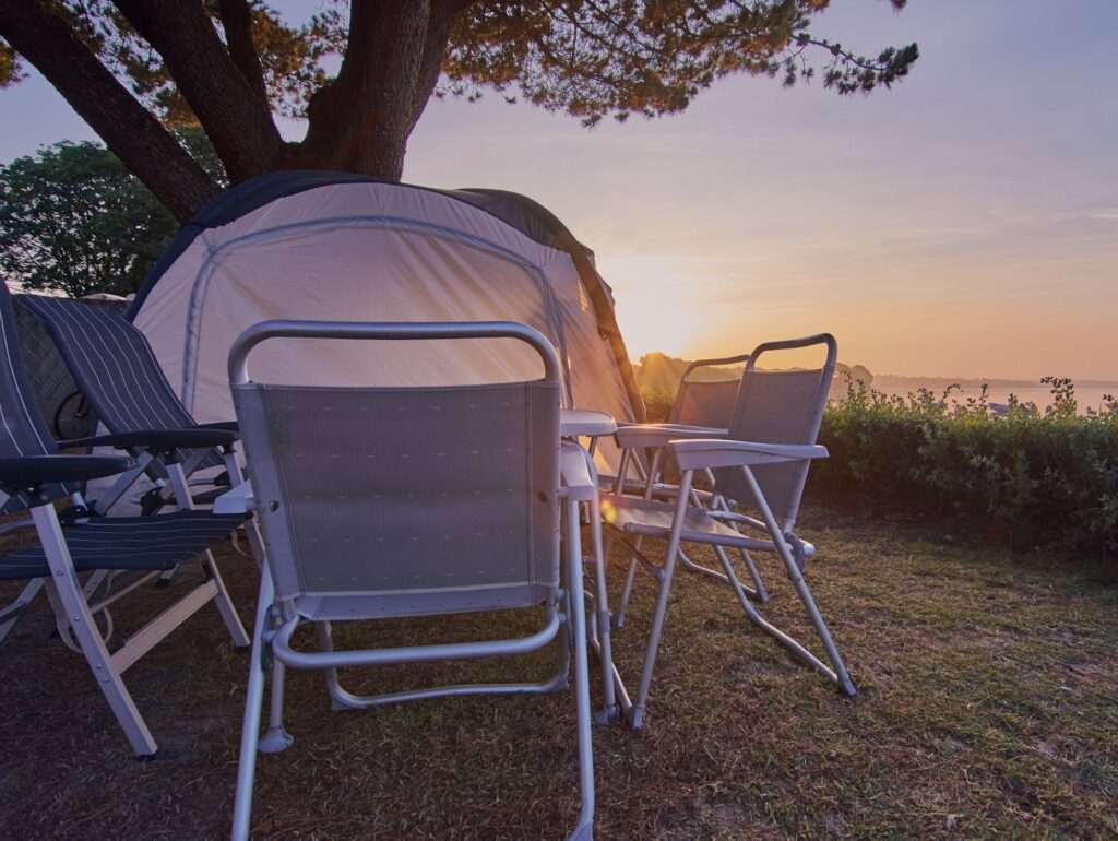 portable-camping-table-and-chairs